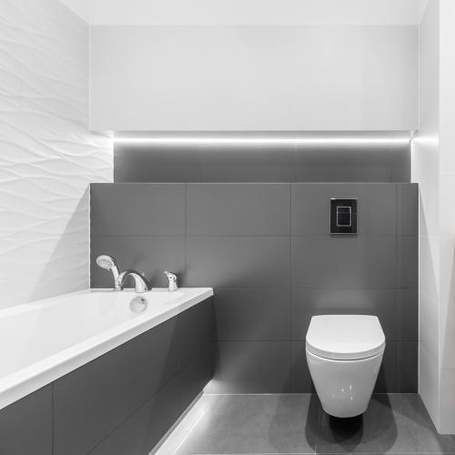badeværelse med badekar inspiration - mørkt tema