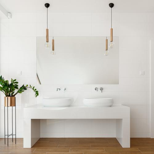 inspiration til dit badeværelse med 2 håndvaske flotte lamper